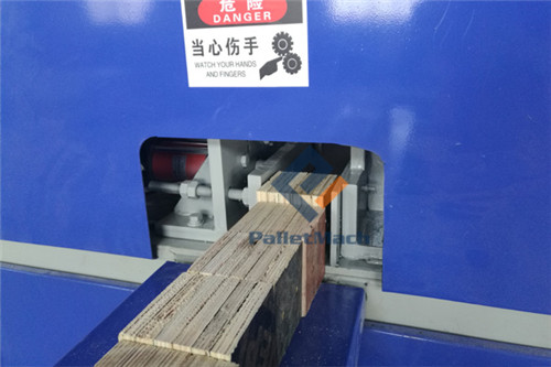Automatic pallet feet nailing machine