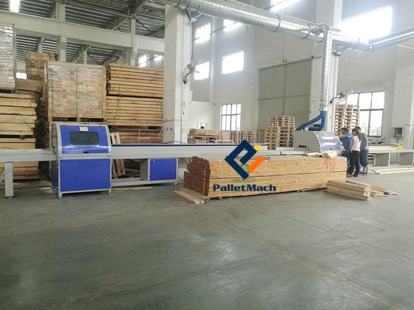 CNC wood cutting saw
